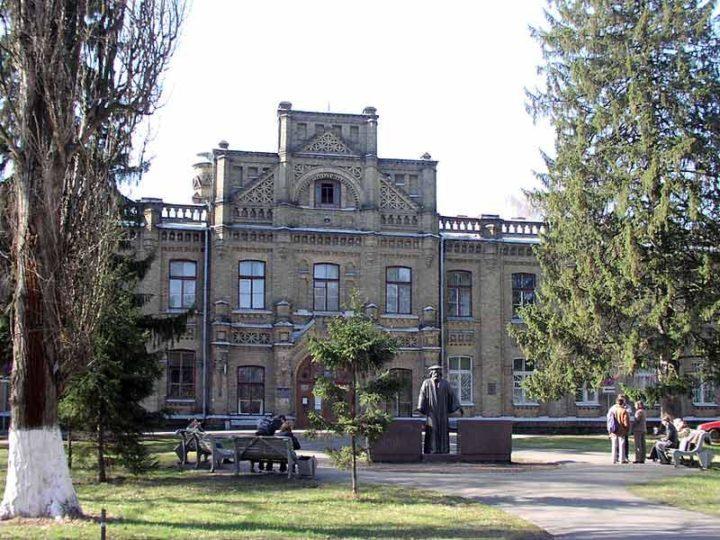 Сми: престижный университет украины выдал студентам дипломы с ошибками