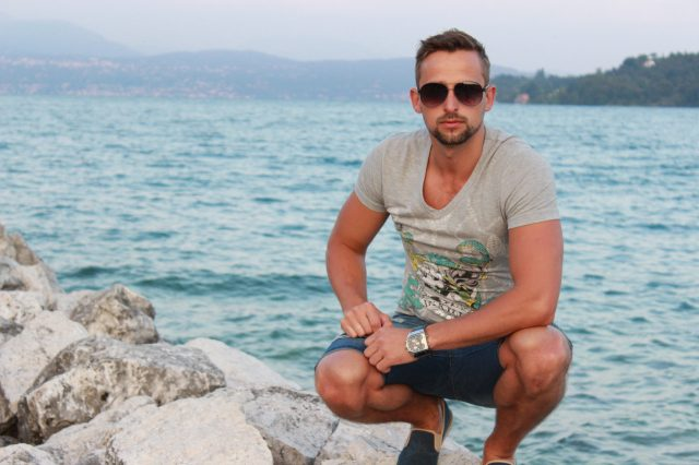 На березі озера в Італі