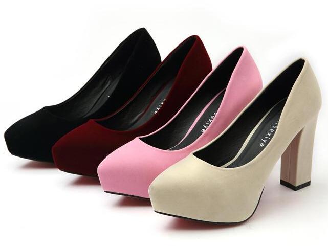 3ee18ee9f5a354 Великою помилкою буде вперше надіти парадні туфлі в день випускного – їх  варто почати розношувати за тиждень до заходу, інакше ви ризикуєте натерти  ноги в ...
