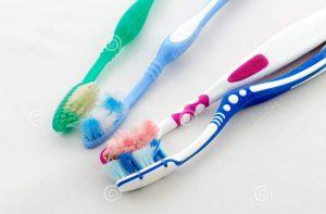 Стара зубна щітка