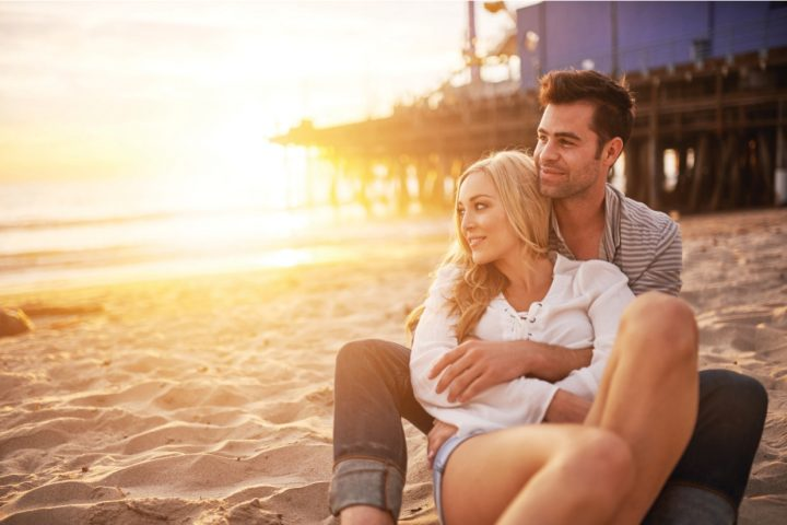 Влюбленные на берегу