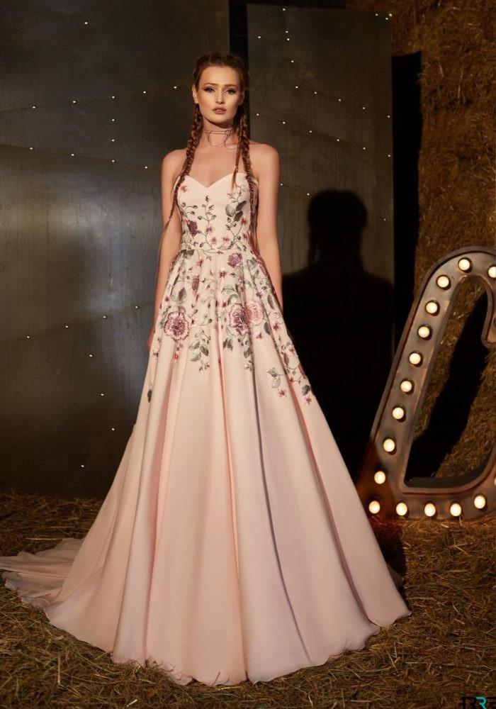 А-силует випускної сукні-2019 зробить будь-яку фігуру ідеальною