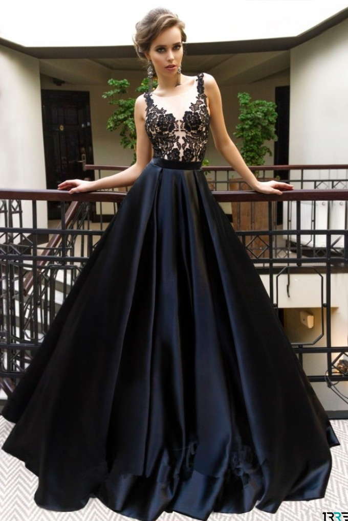 Чорна сукня в підлогу - ефектний наряд для випускного-2019