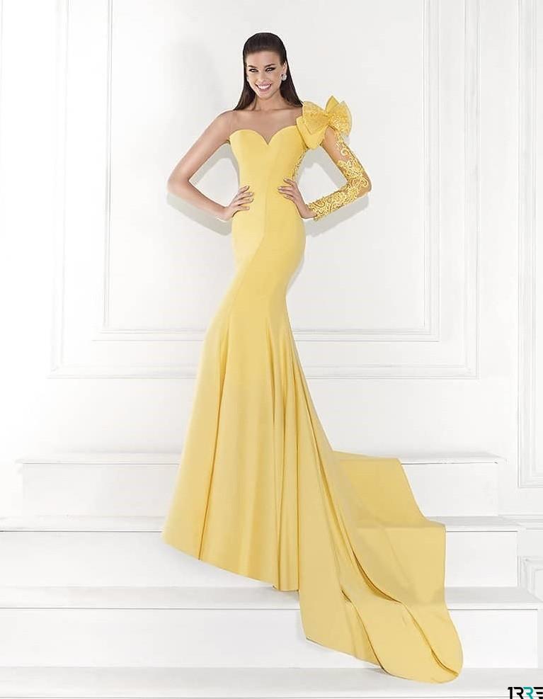 Світлий лимонний відтінок випускної сукні - це дуже ніжно і жіночно